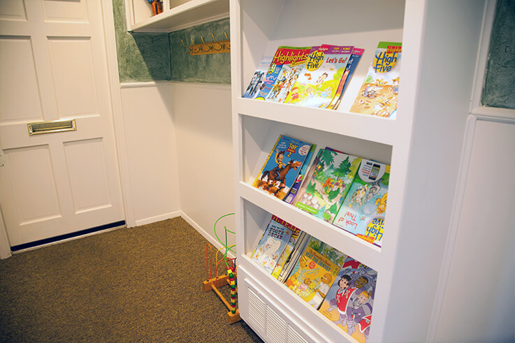 Thumbnail of fun magazines and toys for young dental patients